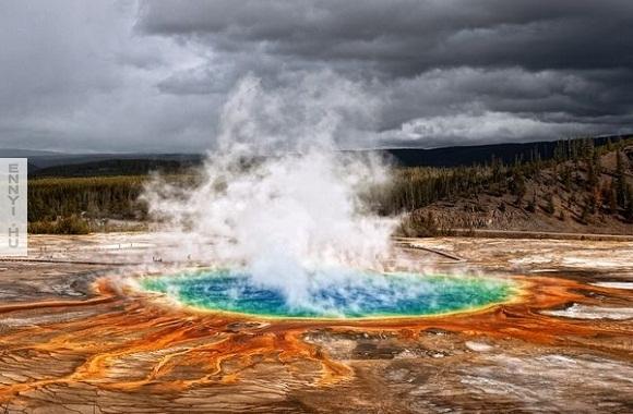 grand-prismatic-spring-yellowstone-steam_51247_600x450