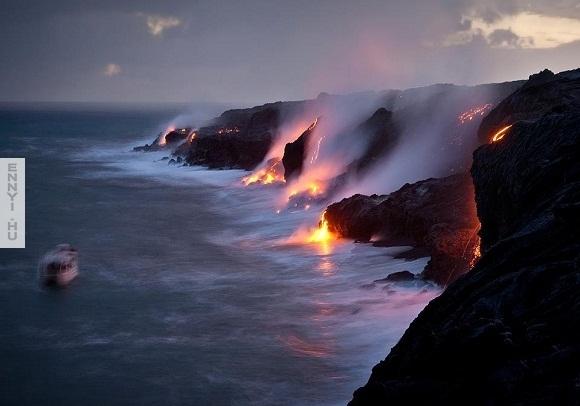 lava_omlott_az_oceanba_a_Hawaii