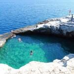 Csak egy úszómedence Görögországban